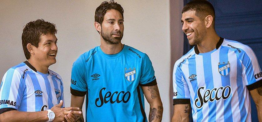 TOTALMEDIOS - Umbro con nueva camiseta oficial para Club Atlético ... dbacafef66a93